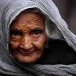 फटी चादर और बूढ़ी माँ की कहानी